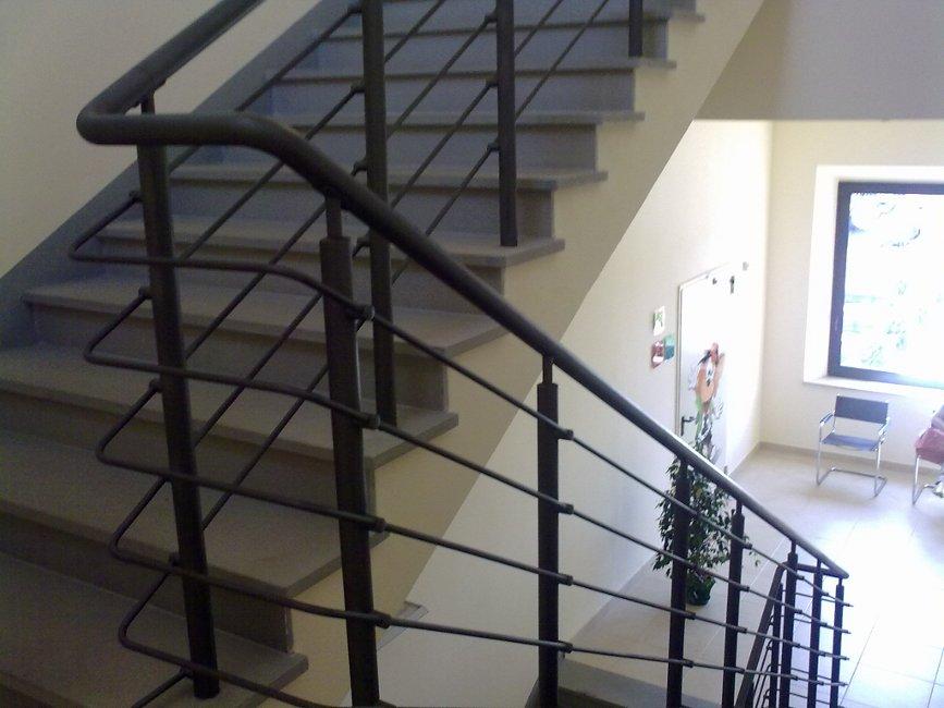 Realizzazione corrimano in ferro roma laferpi - Altezza corrimano scale interne ...