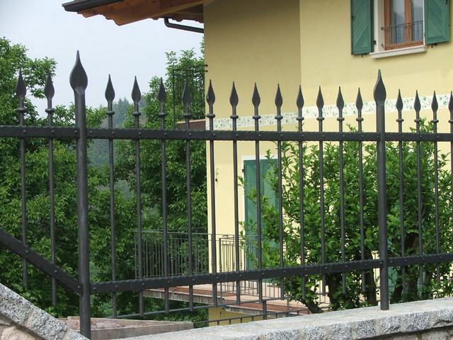 Realizzazione recinzioni in ferro roma la fer pi for Immagini recinzioni