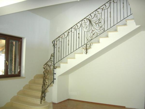 Realizzazione ringhiere in ferro ringhiere in ferro - Ringhiere in ferro battuto per balconi esterni ...